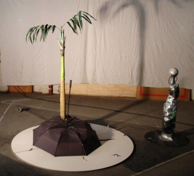 Lars Mikkes: Tropisk ø, 200x300x200 cm, blandet materiale. Foto: Lars Mikkes