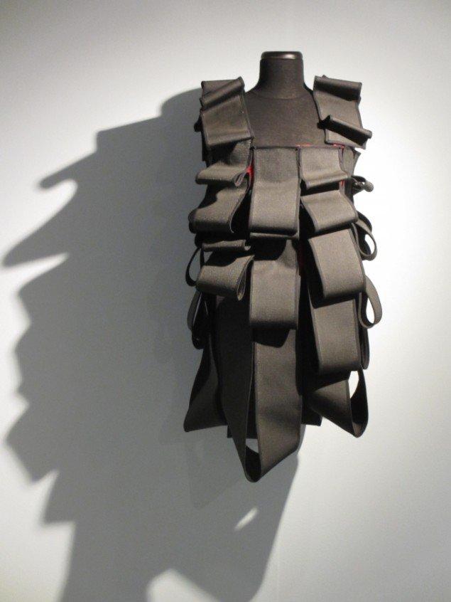 Balletkostume skabt til Ballet National de Marseille, 2007. Velcrobånd og bomuld. Foto: Kirstine Bruun