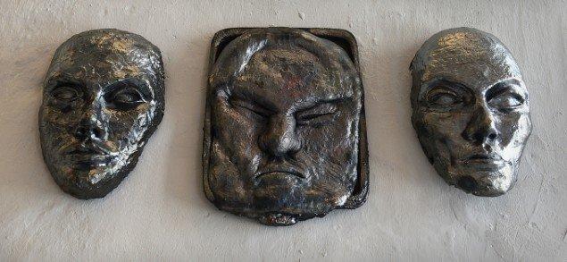 Jens Galschiøt: Maske, Maske Unik og Maske. På Jens Galschiøt - Kunst til eftertanke, Kunstetagerne Hobro. Foto: Niels Reiter