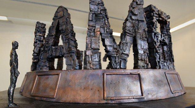 Jens Galschiøt: FUNDAMENTALISM (model). På Jens Galschiøt - Kunst til eftertanke, Kunstetagerne Hobro. Foto: Niels Reiter