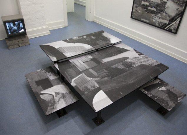 Asbjørn Skou: An Uninhabitable Habitat, 2014, 181x161x34 cm. Kollage på metalben. Foto: Miriam Nielsen