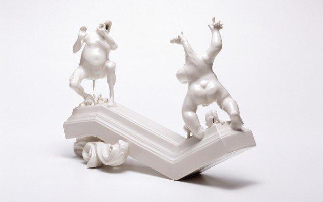 Louise Hindsgavl: At Who's Expense, 2007, porcelæn, 42x30x20 cm. Foto: Søren Nielsen