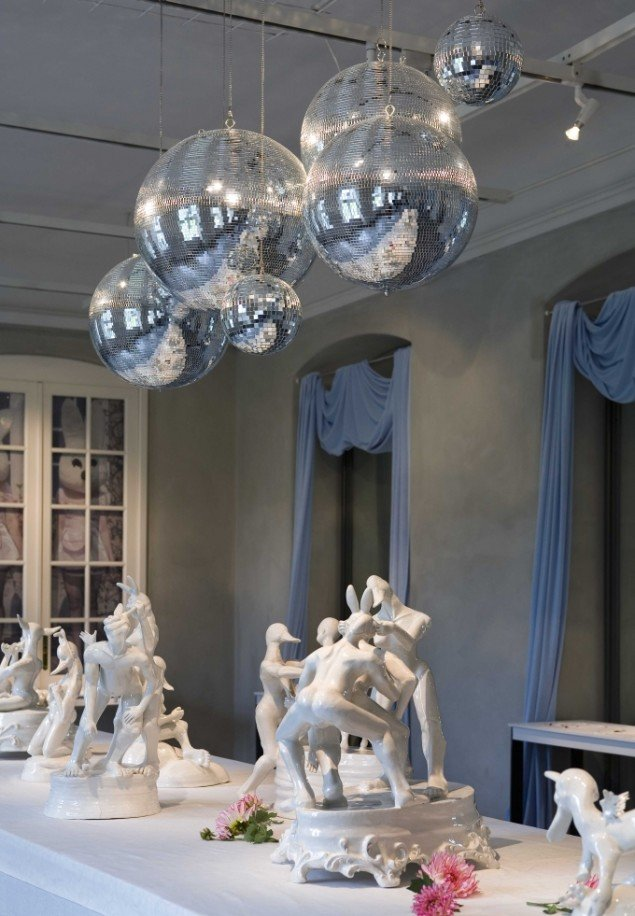 Louise Hindsgavl: In Reality, installationsview, Designmuseum Danmark, 2006. Porcelæn. Foto: Dorthe Krogh