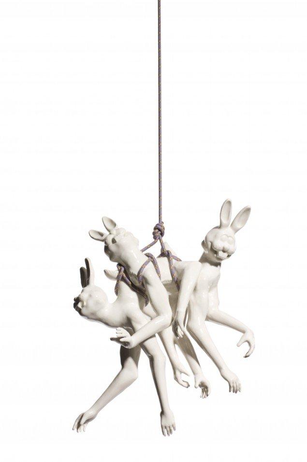Louise Hindsgavl: Silence! In the Event of Divine Presence #1, 2008, porcelæn og reb, 47x52x16 cm. Foto: Louise Hindsgavl