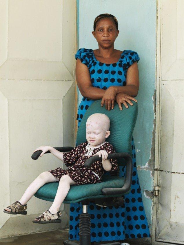 Patrick Gries: Kredo Samwey & Pauline Julius, 2010/13. På Ordinary People, Banja Rathnov Galleri & Kunsthandel. Foto: Courtesy af udstillingsstedet