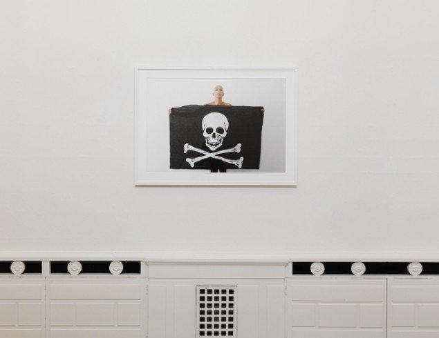 Ina Rosing og Simon Lautrop: For ingen har ondt af pirater, 2013. Udstillingsview fra Ordinary People, Banja Rathnov Galleri & Kunsthandel. Foto: Patrick Gries
