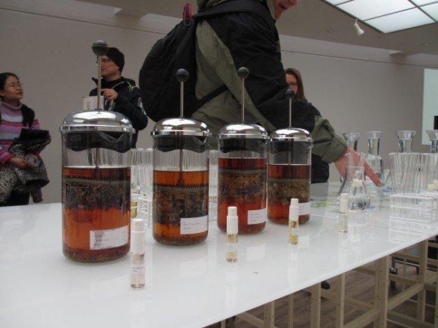 Kunsthallens personale har måttet undvære deres kaffekander nogle dage - de skulle bruges til vodkaen. Foto: Kirstine Bruun