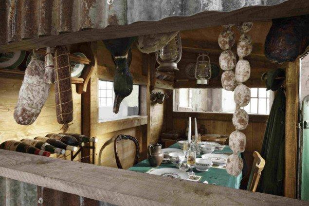 Interiørbillede fra The Glutton. Foto: Adolf Bereuter