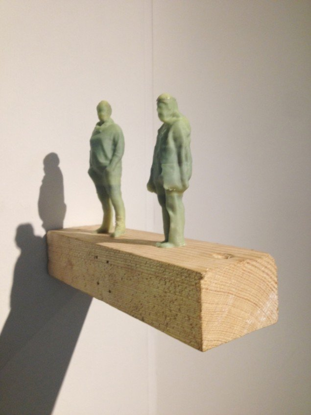 Morten Modin: Fejemutter og Sanne (med Z), 2014. 3d print, træklods, søm. På Værker fra Kunstakademiet, Farum Kulturhus. Courtesy af kunstnerne