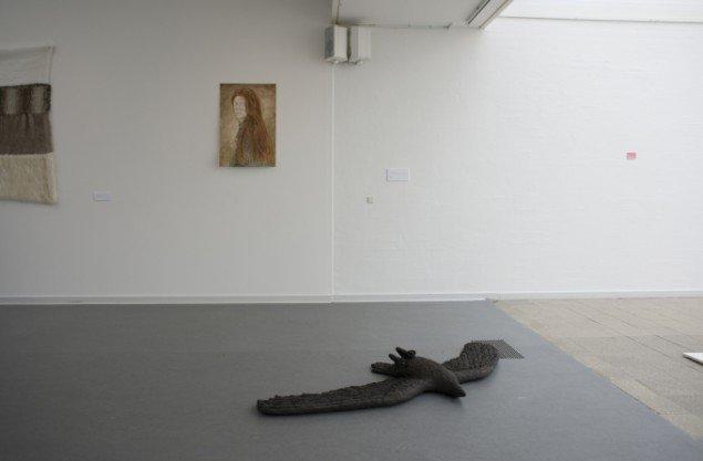 Værker af Lydia Hauge Sølvberg. Udstillingsview fra Værker fra Kunstakademiet, Farum Kulturhus. Courtesy af kunstnerne