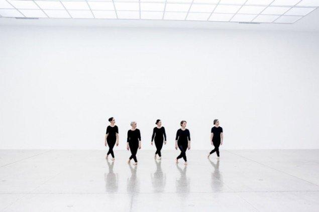 Et eksempel fra Bonniers Konsthall hvor dansesecenen inviteres indenfor. Noa Eshkol Chamber Dance Group, Performance at Secession, 2012. (pressefoto)