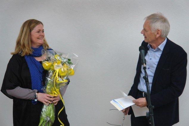 Katrine Hvid fik overrakt KP-prisen på 10.000 kr. af Jens Erik Sørensen. Foto: Jens Møller