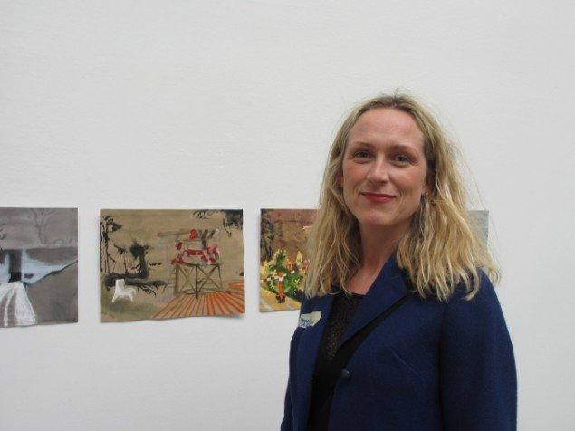 Pernelle Caspersen foran sin serie Places. Foto: Kirstine Bruun