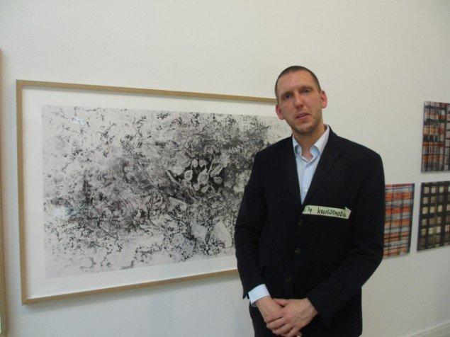 Kongstadbock (Jens-Ole Bock) foran værket The Beginning. Foto: Kirstine Bruun