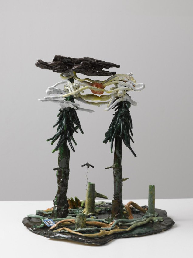 Mette Vangsgaard: Sunshine above Evergreen Trees, 2006. Paperclay, brændt og glaseret med keramisk glasur. Foto: Anders Sune Berg