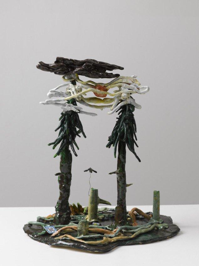 Mette Vangsgaard: Sunshine above Evergreen Trees, 2006. Paperclay, brændt og glaseret med keramisk glasur. Foto: Anders Sune Berg
