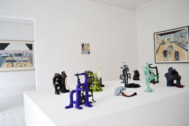 Installationsview fra My Head is on Fire, My Fur is Itching på Marie Kirkegaard Gallery. Foto: Marie Kirkegaard