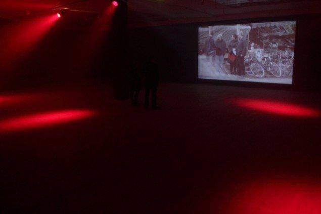 Jakob Jakobsen i samarbejde med Mikkel Bolt. This World We Must Leave - en forestilling om revolution. Installation Kunsthal Aarhus 2011. Foto: Jakob Jakobsen
