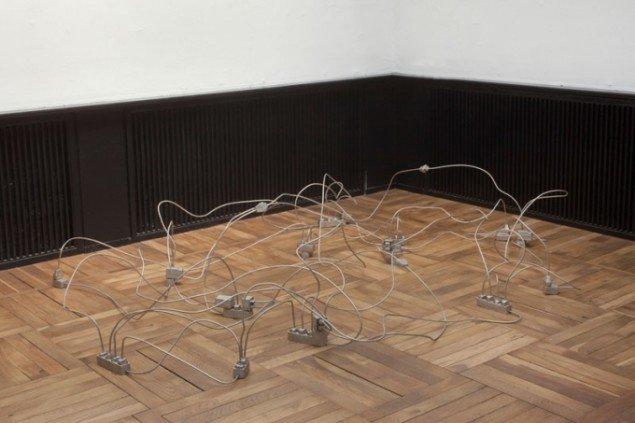 Tina Maria Nielsen: Oueen of the Slipstream, 2005. Matfortinnet bronze og kobber 50 x 200 x 260 cm. Foto: Erling Lykke Jeppesen