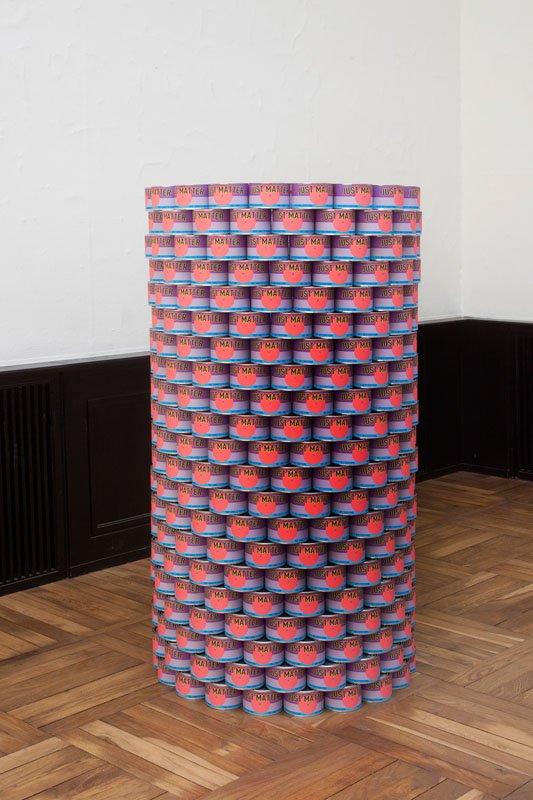 Mikael Thejll: Just Matter (nr.1/4) 2014. Dåser med print Ø: 70 cm H: 150 cm. Foto: Erling Lykke Jeppesen