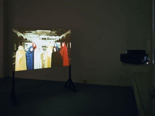 Jacob Dahl Jürgensen, Diorama (Motley Chorus), 2007. Dias og træ. Installationsview fra A Tragical History hos croy nielsen. Foto: Marc Räder