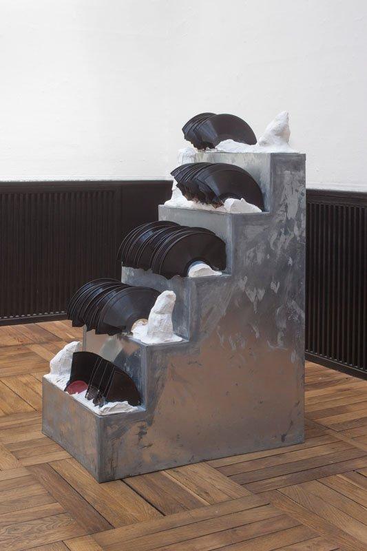 Willy Ørskov: Uden titel 1984. Gips, lakplader, zink. 107 x 45 x 67 cm. Foto: Erling Lykke Jeppesen