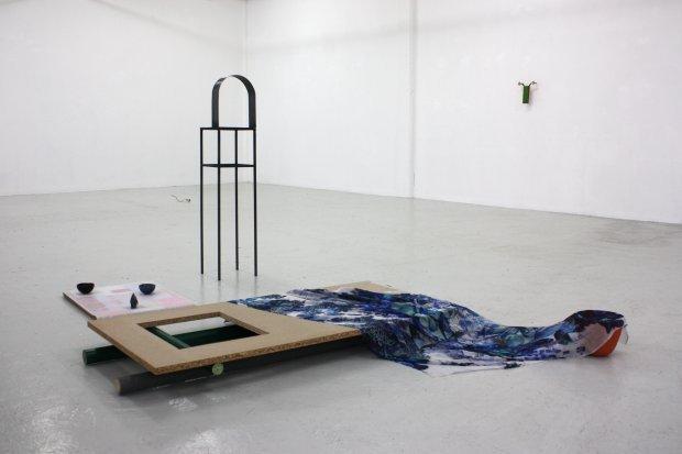 Udstillingsview fra studerende Sara Plinius´udstilling Pleasure i kunstakademiets udstillingsrum, FAA Project Room. Foto: Det Fynske Kunstakademi