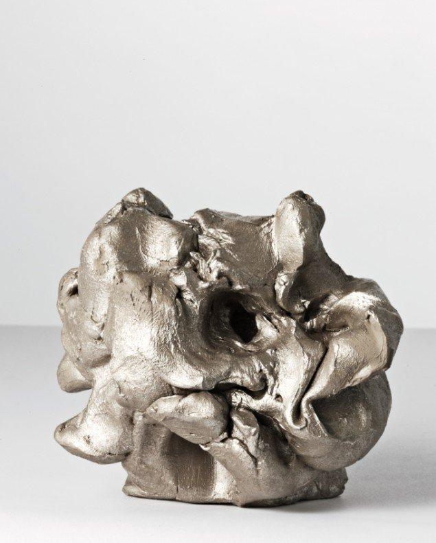 Anxiety Object Series (Brain), 2010, 1350 g. ubrændt ler (gennemsnitsvægten på en voksen menneskehjerne), tusch. Foto: Jeppe Sørensen.