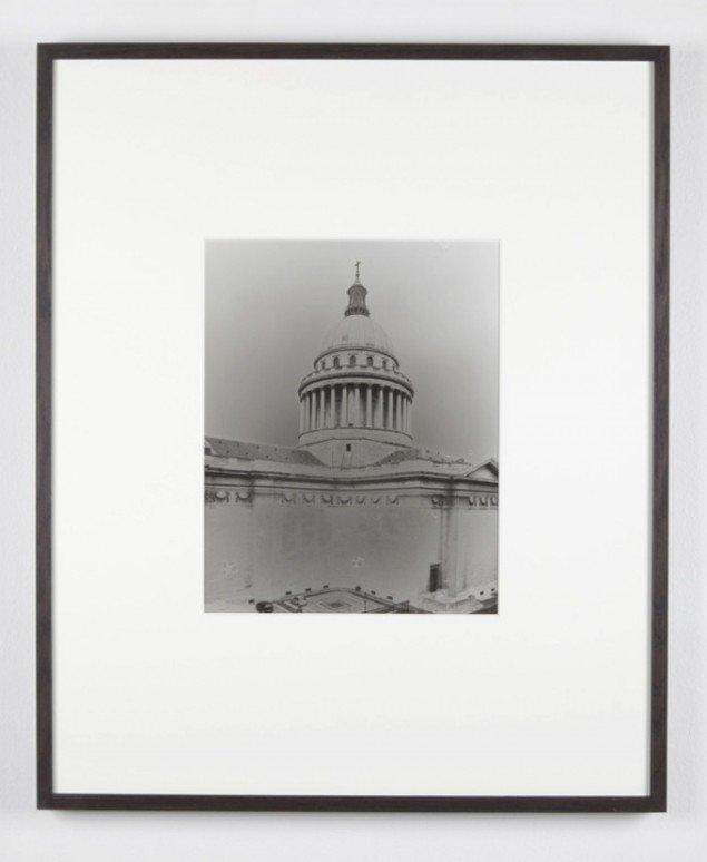 Ebbe Stub Wittrup: Panthéon (Foucault's pendul), 2013. Solarized, gelantin silver print, 77 x 63 cm. Two Faced Vase, Martin Asbæk Gallery, 2013. Foto: David Stjernholm.