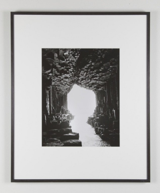 Ebbe Stub Wittrup: Cave, (Basalt columns), 2013. Gelantin silver print, 95 x 77 cm. Two Faced Vase, Martin Asbæk Gallery, 2013. Foto: David Stjernholm.