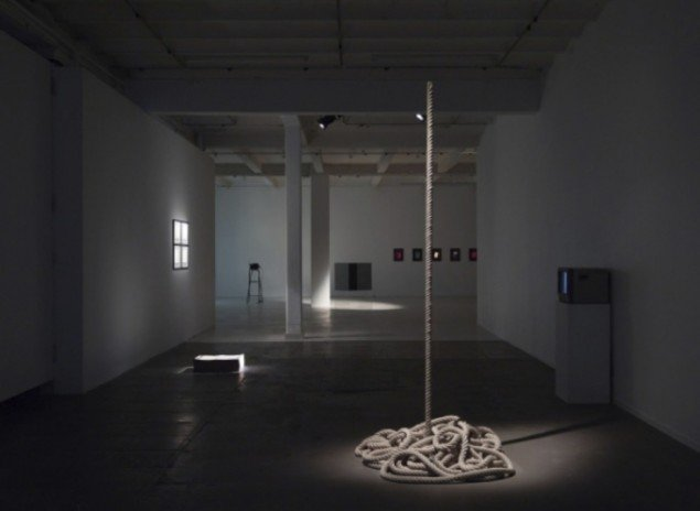 Ebbe Stub Wittrup: The Indian Rope Trick, 2012. Rope, metal. The Voice of Things, Overgaden, 2012. Foto: Anders Sune Berg.