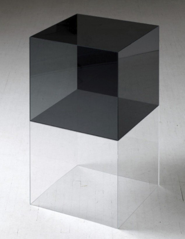 Ebbe Stub Wittrup: Glass Cube, 2011. Polarised glass, 120 x 60 x 60 cm. The Voice of Things, Overgaden, 2012. Foto: Anders Sune Berg.