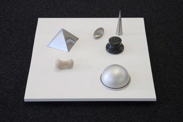 Pernille Kapper Williams: The Anatomy of Objects (Foodies Toys), 2012. Stål, træ, granit. På Virgin Production, Galleri Udengaard Projekt til 31/5. Foto: Ib Sørensen
