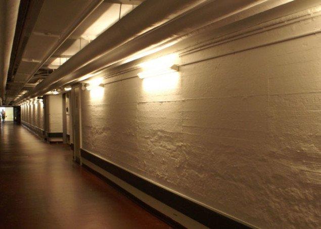 En endeløs hvid hospitalsgang, som kontrast til Mørks farver. Foto: Anja Møller Pedersen