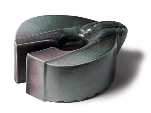Per Ahlmann: THE JUDGMENT, 16 x 40 x 36, keramik, 2002. Foto: Per Ahlmann.