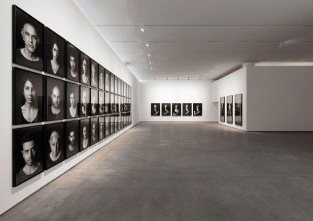 Shirin Neshat: Series. A Book of Kings, 2012. Foto Anders Sune Berg, Faurschou Foundation