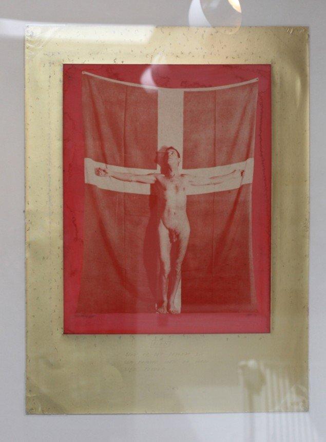 Sven Dalsgaards nøgenbillede, der skabte så megen furore på udstillingen Flag Dannebrog Flag. Foto: Lasse Juhl Nielsen.