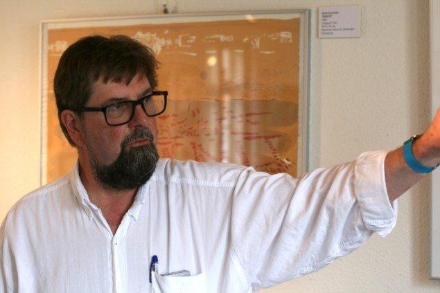 Kurator Hans Vilhelm Bang beretter. Foto: Lasse Juhl Nielsen.