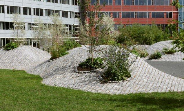 Camilla Berner: Den Urbane Have, 2010. Plantevalg er direkte baseret på vegetationen fra nærliggende byggetomt. Foto: Camilla Berner.