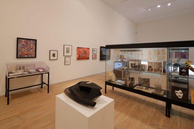 Henrik Olesen: installationsview; Vincent Fecteau, Untitled, 2006 og bl.a. værker af Jeanne Mamman og Richard Hawkins. (Foto: Anders Sune Berg)