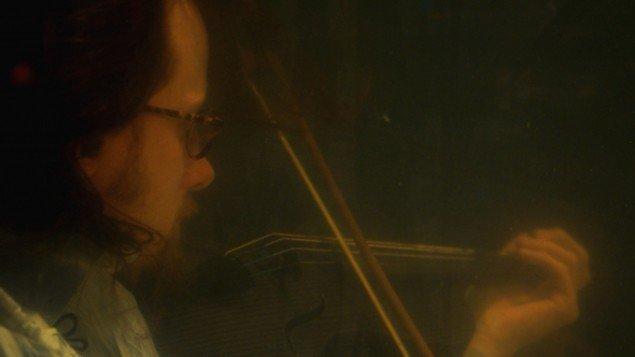 Fra AquaSona - en hyldest til eksperimentets uvornhed og uforudsigelighed. Foto: Duke Denver Film