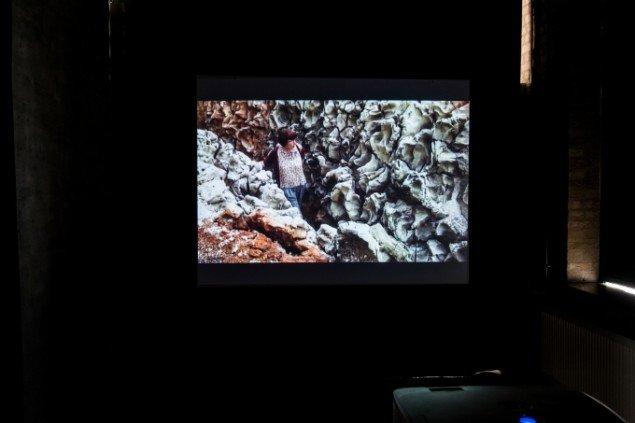 Alexandra Engelfriet: Tranchée, video still. På Makers of Today - Arts + Crafts II, Kunsthal Nord. Foto: Niels Fabæk