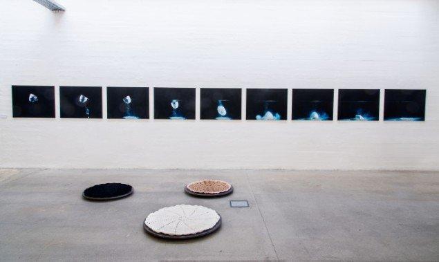 Ane Fabricius Christiansen: Sediment og Jane Ingerslev / MEGAdoiley 1-3. På Makers of Today - Arts + Crafts II, Kunsthal Nord. Foto: Niels Fabæk