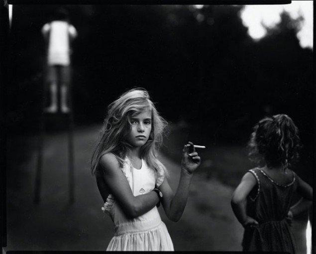 Sally Mann: Candy Cigarette, 1989, fra Immediate Family
