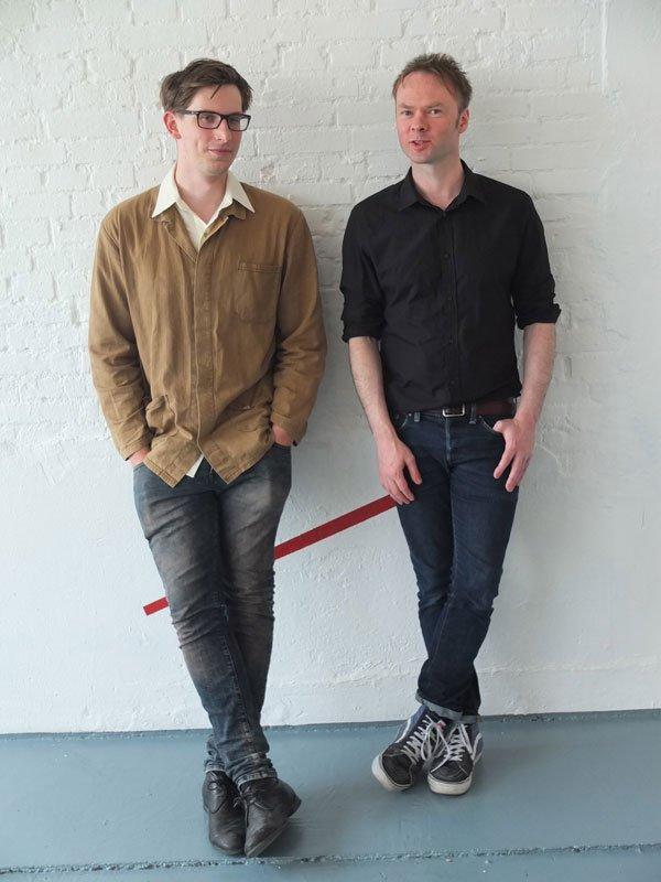 Sam Derounian og Douglas Morland i deres udstiling hos 68 Art Space. (Foto: Amalie Frederiksen)