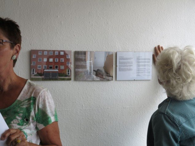 Anne Gry Skovdal: Et særligt sted (2014). Stedspecifik Installation, 2 fotografier, rutebeskrivelse.