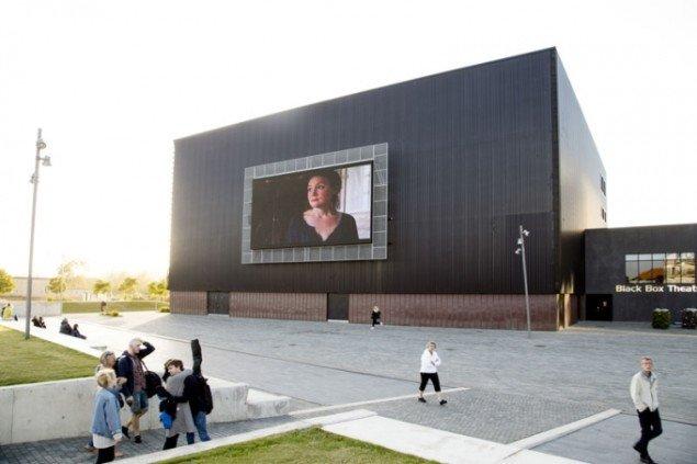 Kirstine Autzen, Jeg hørte hvert et ord (2014), Holstebro Musik Teaters storskærm.