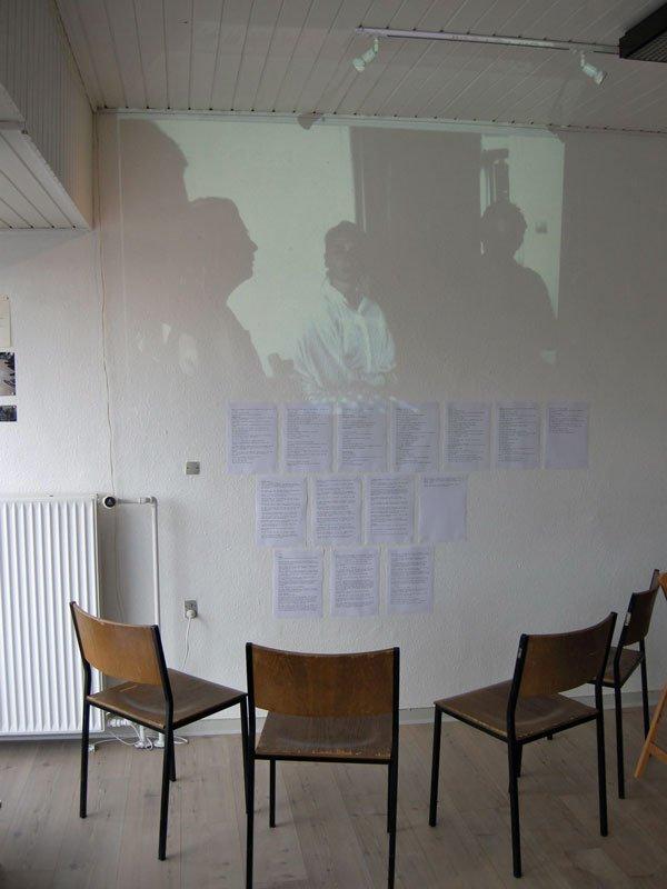 Matthias Hvass Borello: RETUR-terapi (2014). Gruppeterapi v. Ditte Brorson, 16. juni. 2014. Installation, tekst og video.