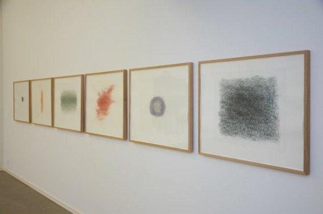Nasan Tur: City says..., 2007-2011. 6 raderinger i forskellige farver, 70 x 90 cm. På First Shot, Kunsthal 44 Møen. Foto: Thomas Gunnar Bagge