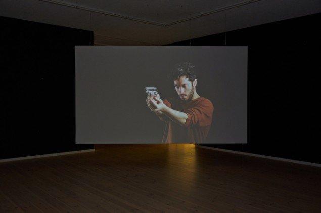 Nasan Tur: First Shot, 2014. Video. På First Shot, Kunsthal 44 Møen. Foto: Thomas Gunnar Bagge